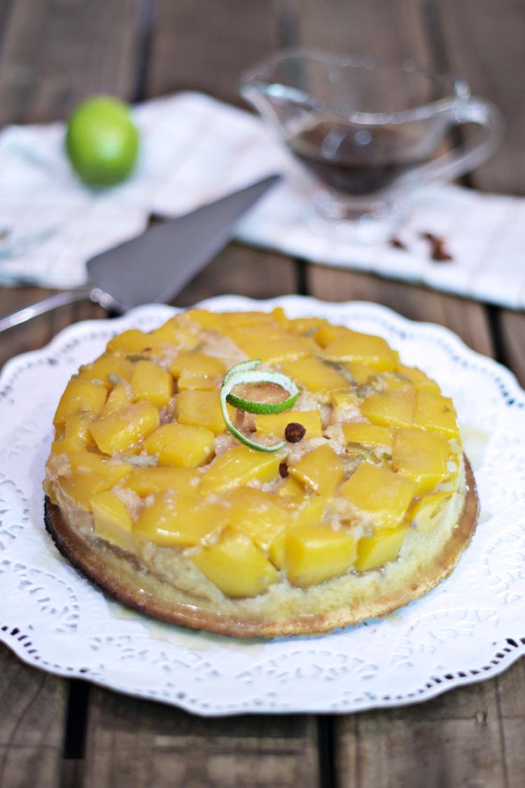 Pastel invertido de mango y guindilla