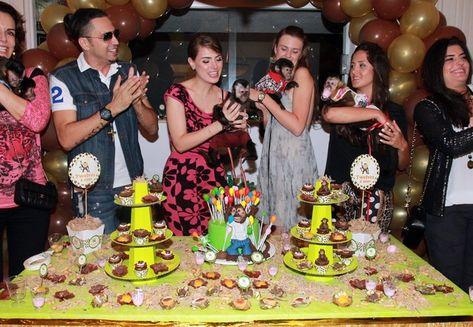 Latino, Rayanne e Twelves com os convidados (Celso Tavares/EGO)