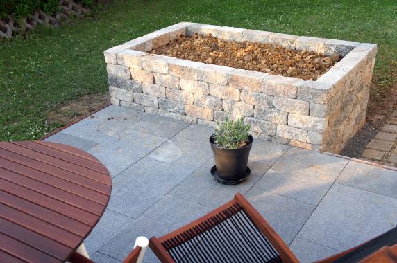 Gartenmobel Rattan Fabrikverkauf : plain white Ein gemauertes Hochbeet für unseren Garten