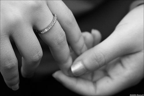 Πως να βγάλετε το δαχτυλίδι που έχει κολλήσει στο δάχτυλο σας ... f9c22436a21