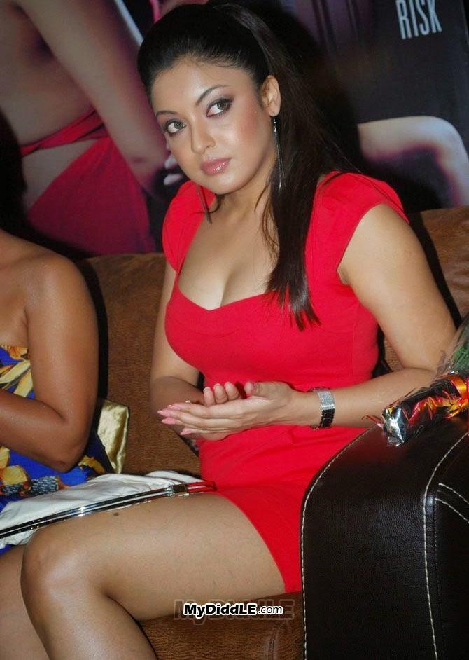 Tanushree Dutta legs
