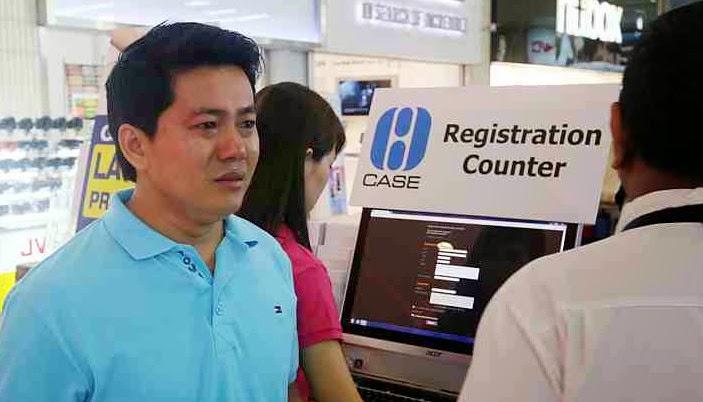 Vietnamese Man Kneels iPhone 6 Discount Singapore