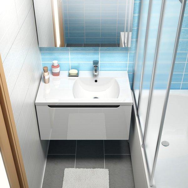 Дизайн маленькой ванной комнаты с ванной и другой сантехникой из коллекции Ravak Classic