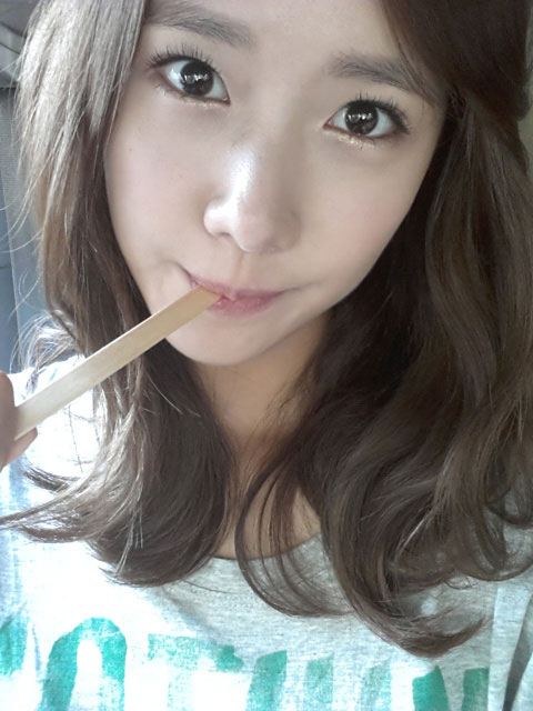 SNSD Yoona doe-eyed selca photo
