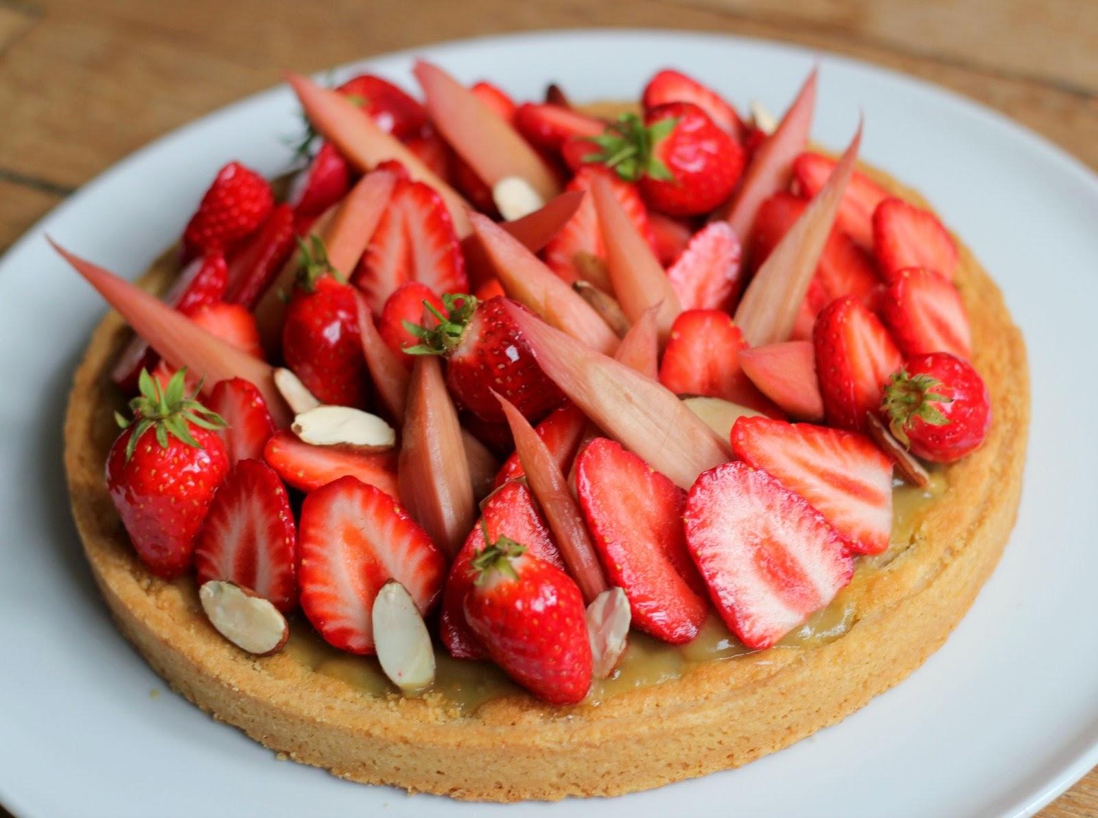tarte fraise et rhubarbe recette les recettes populaires blogue le blog des g teaux. Black Bedroom Furniture Sets. Home Design Ideas
