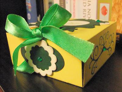 zielono-żółte pudełko na prezent ręcznie robione schaffar
