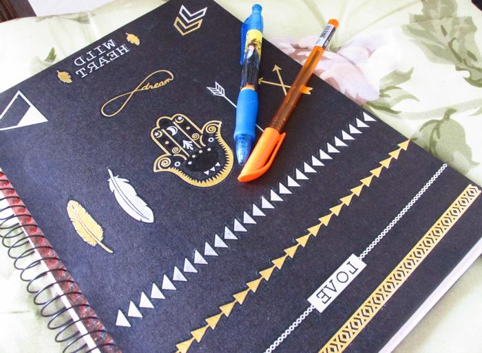 3 DIYs de Volta às aulas, 3 DIYs Back To School Supplies, caderno boho