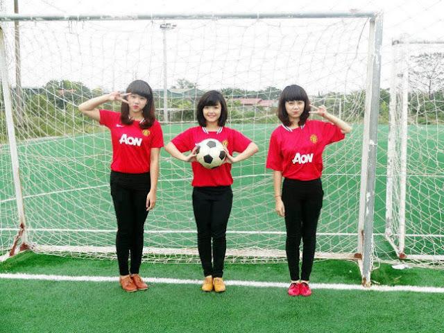 Aon áo đồng phục MU, girl kute 9x xinh yêu thể thao