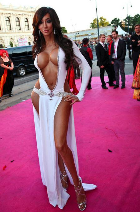 Yasmine Petty: Belleza natural o artificial?