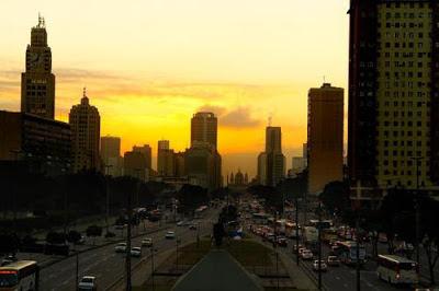 http://zoomcarioca.tumblr.com/post/27713372685/o-amanhecer-no-centro-do-rio-de-janeiro-imagem