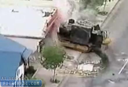 bulldozer mengamuk musnahkan bandar