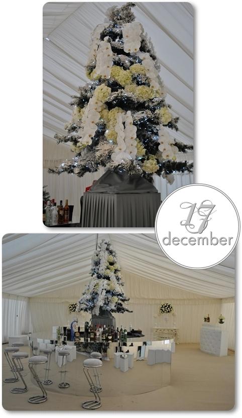 annorlunda julgran, julgran med blommor, vit julgran