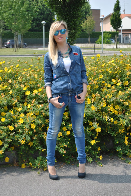 denim day denim total outfit how to wear denim shirt how to wear skinny jeans how to wear jeans and heels spring casual outfit mariafelicia magno fashion blogger fashion bloggers italy blonde hair blonde girls blondie daniel wellington watch