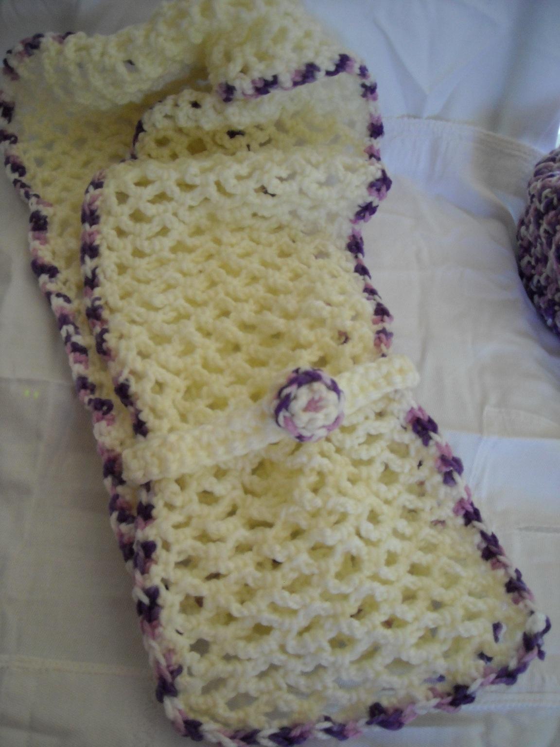 Bufanda beig ribeteada en tonos lila