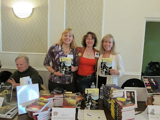 here i am with mary jane maffini and nancy martin