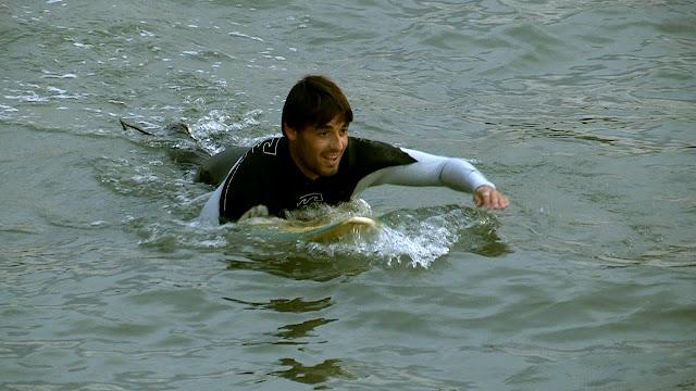 surf en el Urumea con Hodei Collazo