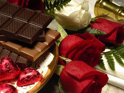 Postal de Chocolates y rosas rojas para San Valentín