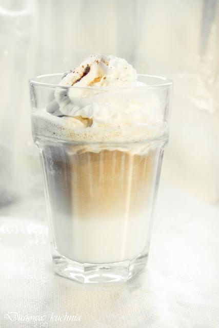 latte macchiato, latte, macchiato, kawa, latte z bitą śmietaną, kawa z bitą śmietaną, przepis na kawę, macchiato z bitą śmietaną