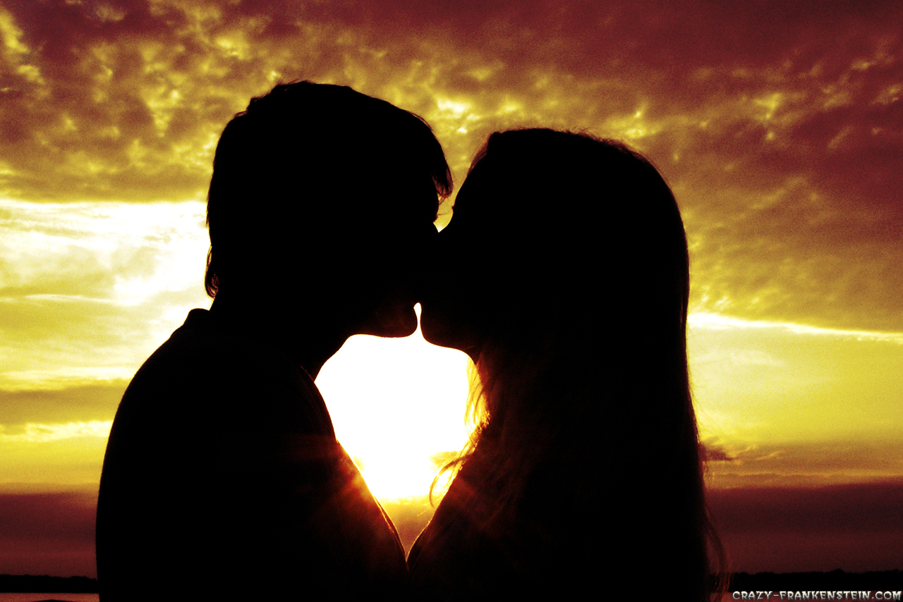 http://4.bp.blogspot.com/-7jPdS2OqJX8/T3wLKG-YRXI/AAAAAAAAAOM/8MiWQEhwt08/s1600/kissing-on-sunset-1280x854-love-wallpapers.jpg