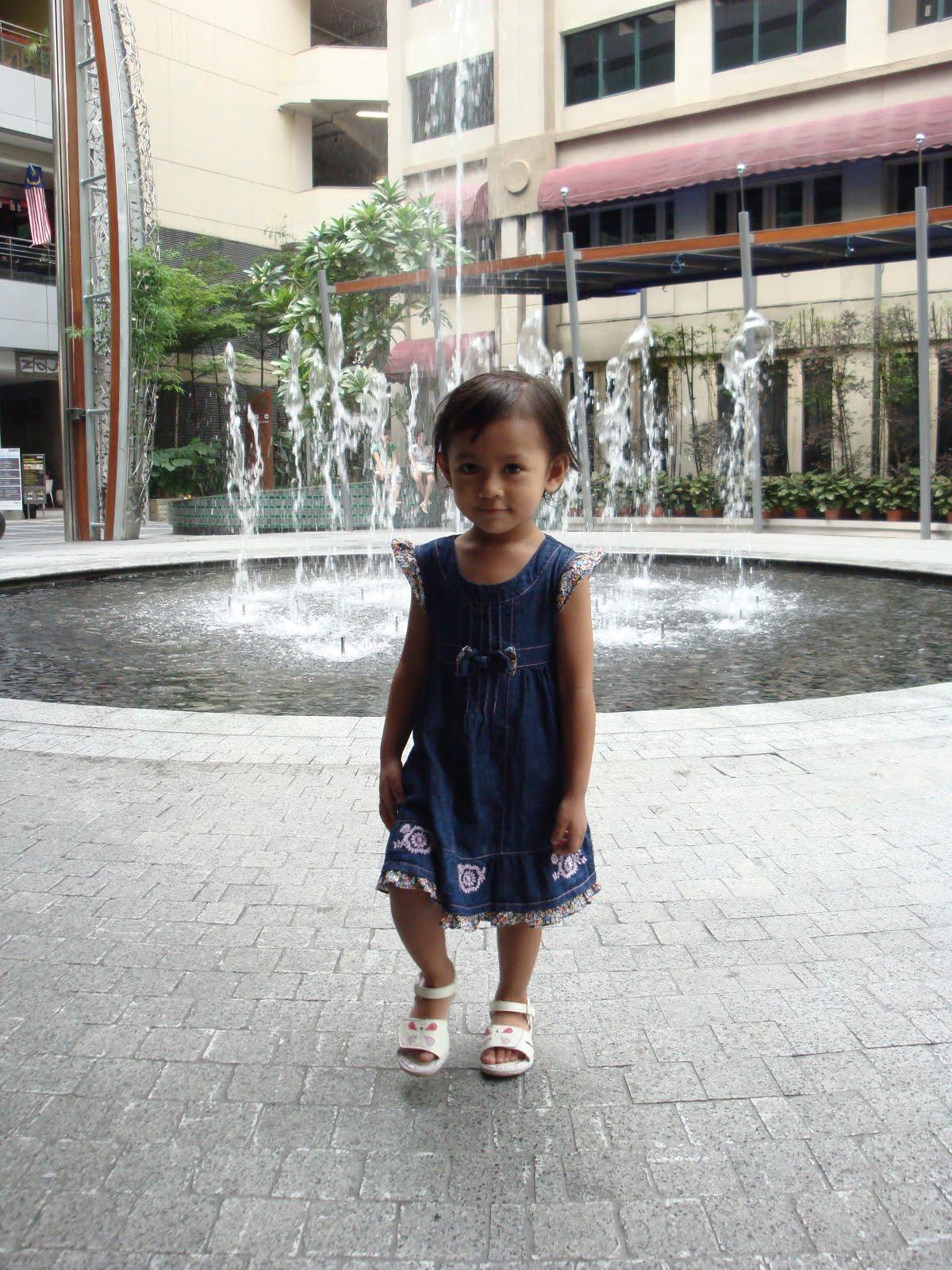 Manja Hatiku - Adriana