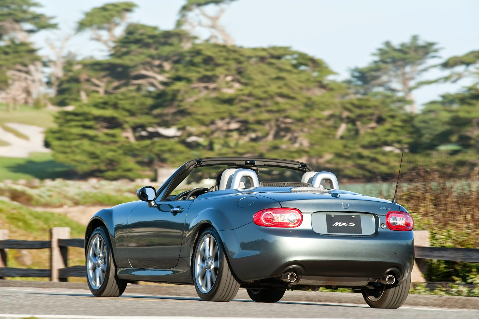 Rear 3/4 view of 2015 Mazda MX-5 Miata