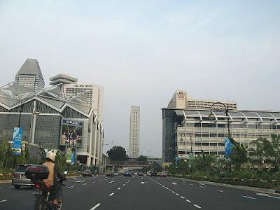 Kenapa di Singapura Tak Ada Pembatas Jalan?