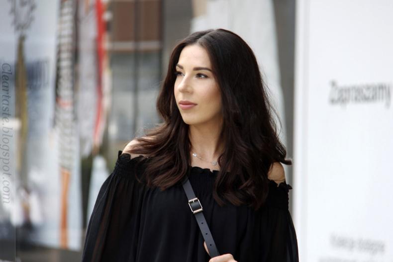 czarna bluzka na gumce Zara