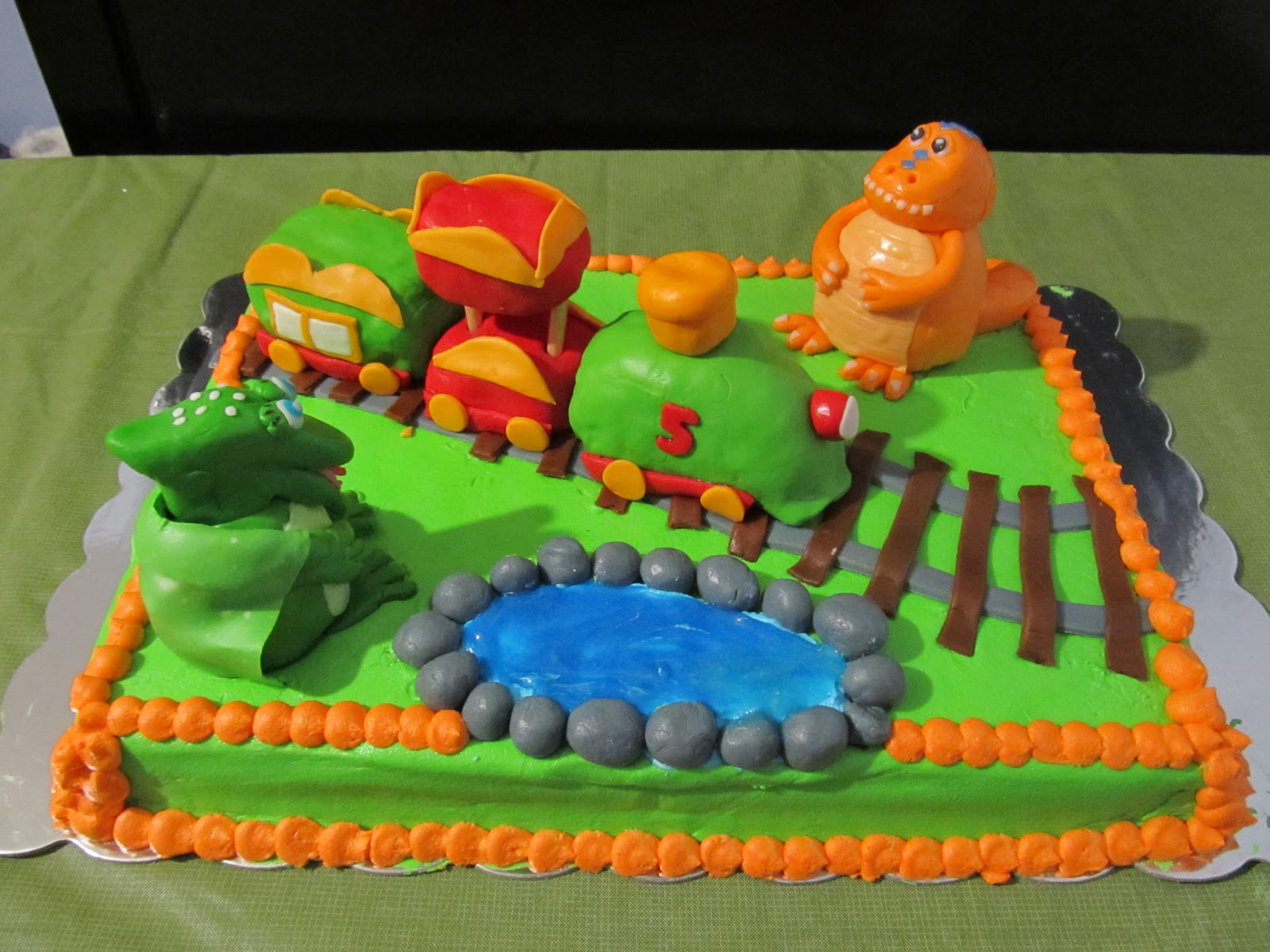 Dinosaur Train Cake Images : YAYA CREATIONS 3: Dinosaur Train cake