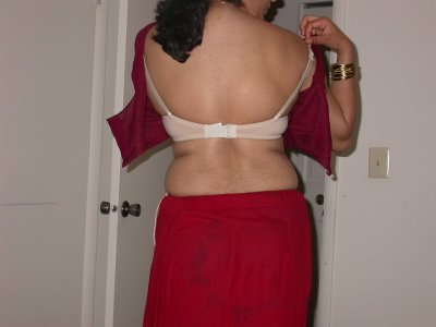 Girls and Aunty Actress Rare Gallery: Indian Aunty Bra Strips Back ...
