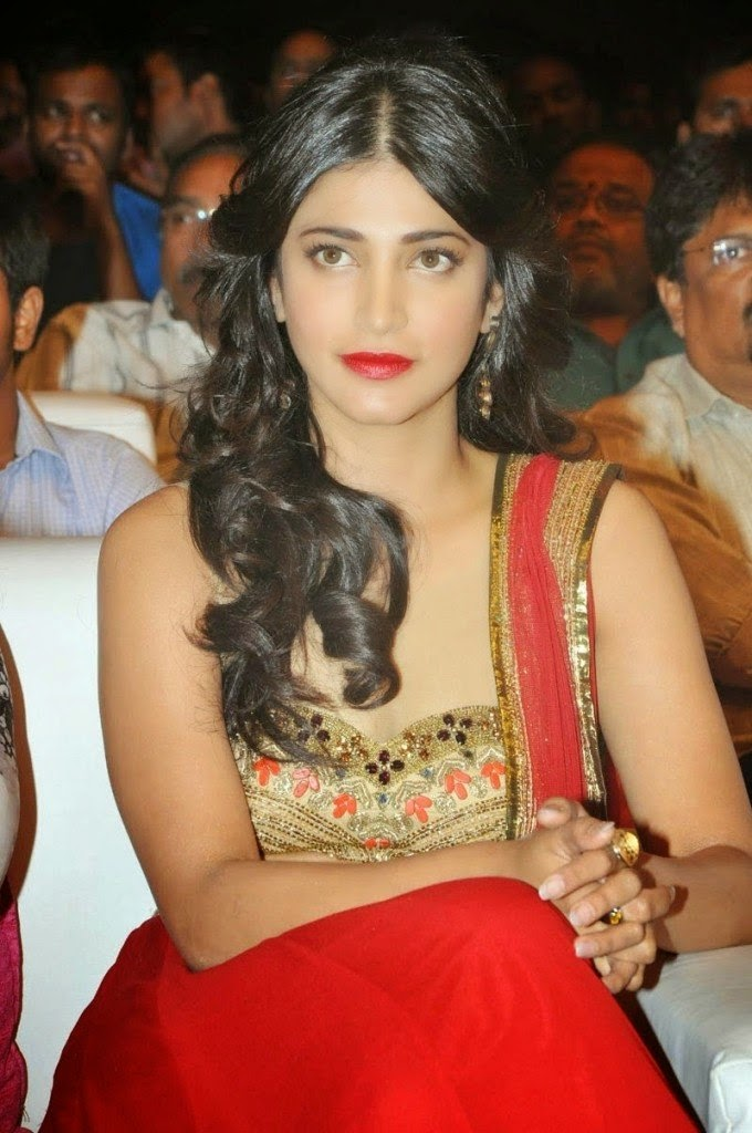 shruti hassan hot cleavage wallpaper