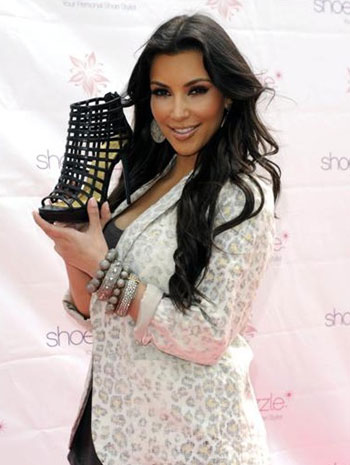 Kardashians Shoes on Snaps Of Kim Kardashian Shoes 2   Fashion Blogs
