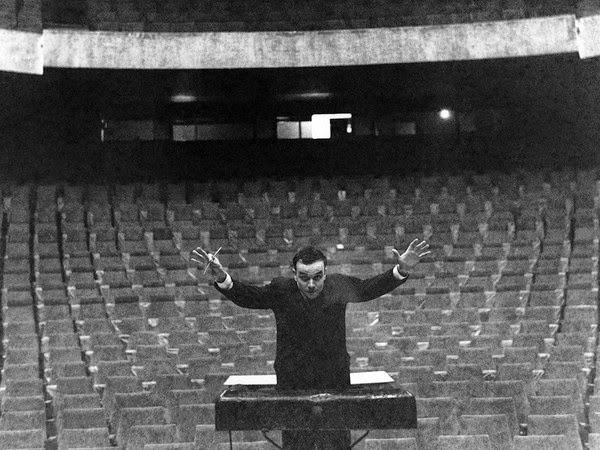 Lunedì 15 dicembre Symphonie Monoton-Silence di Yves Klein. Prima assoluta in Italia
