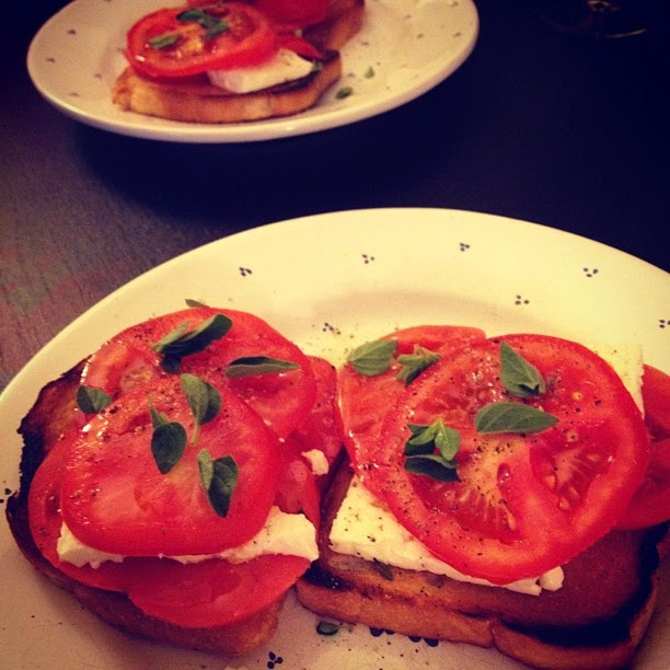 Meatless Monday: Turnt Up Tomato Sandwich | Hard Parade