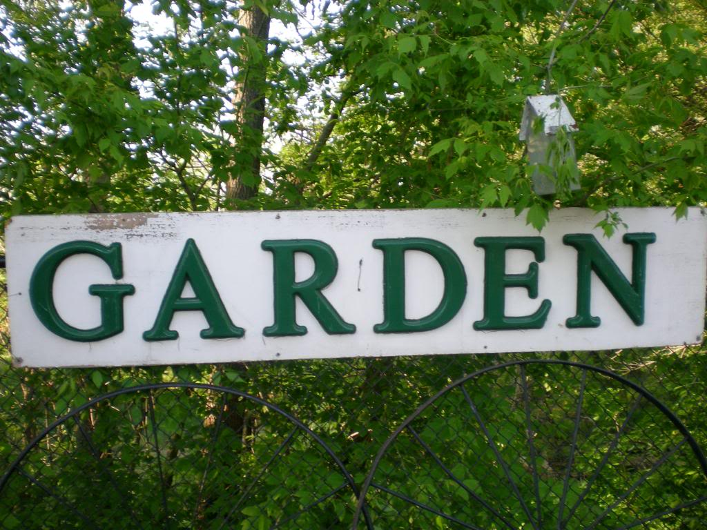 Decorating Diva Tips: How to Make a Personalized Garden Sign