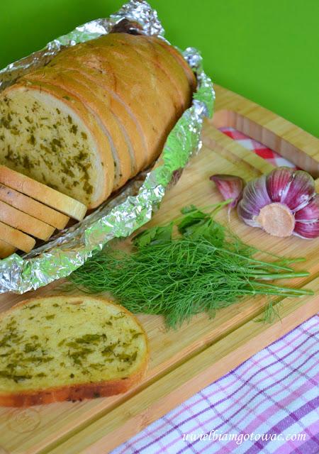 Pieczywo czosnkowo-ziołowe z grilla