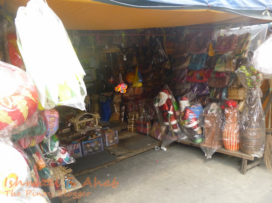 Souvenir Shop under Quezon Bridge, Quiapo District