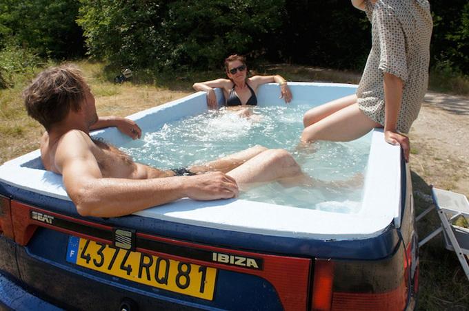 Автомобіль, що став басейном