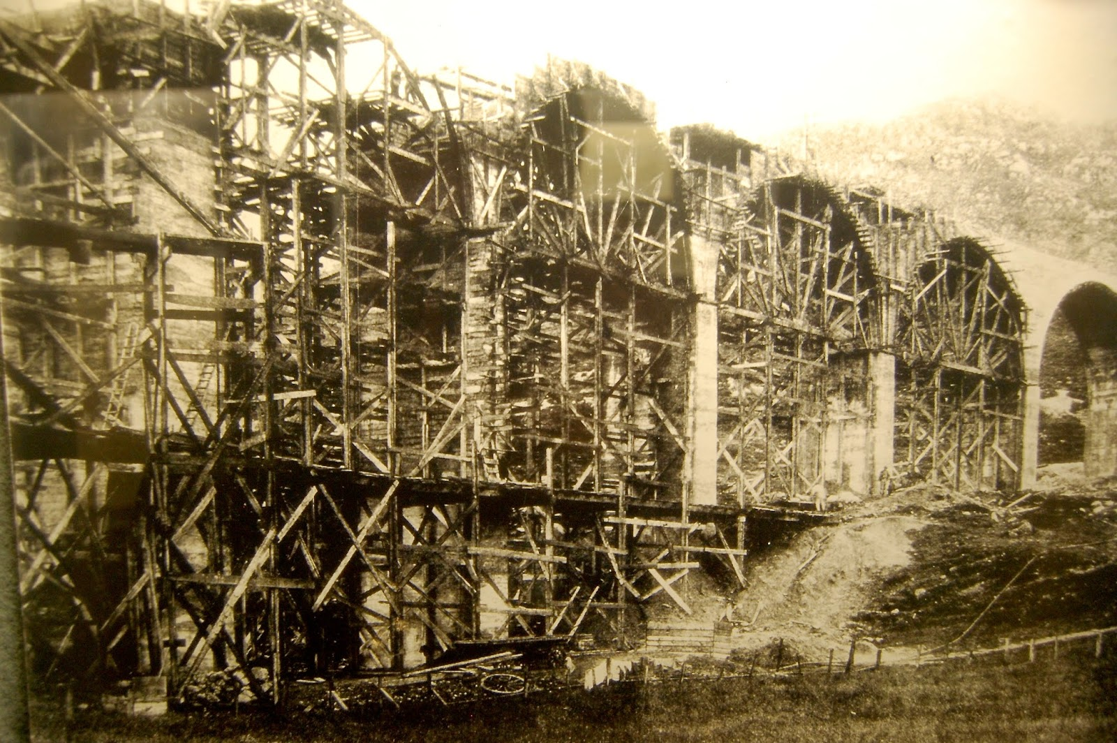 ion of the Glenfinnan Viaduct between 1897 and 1898