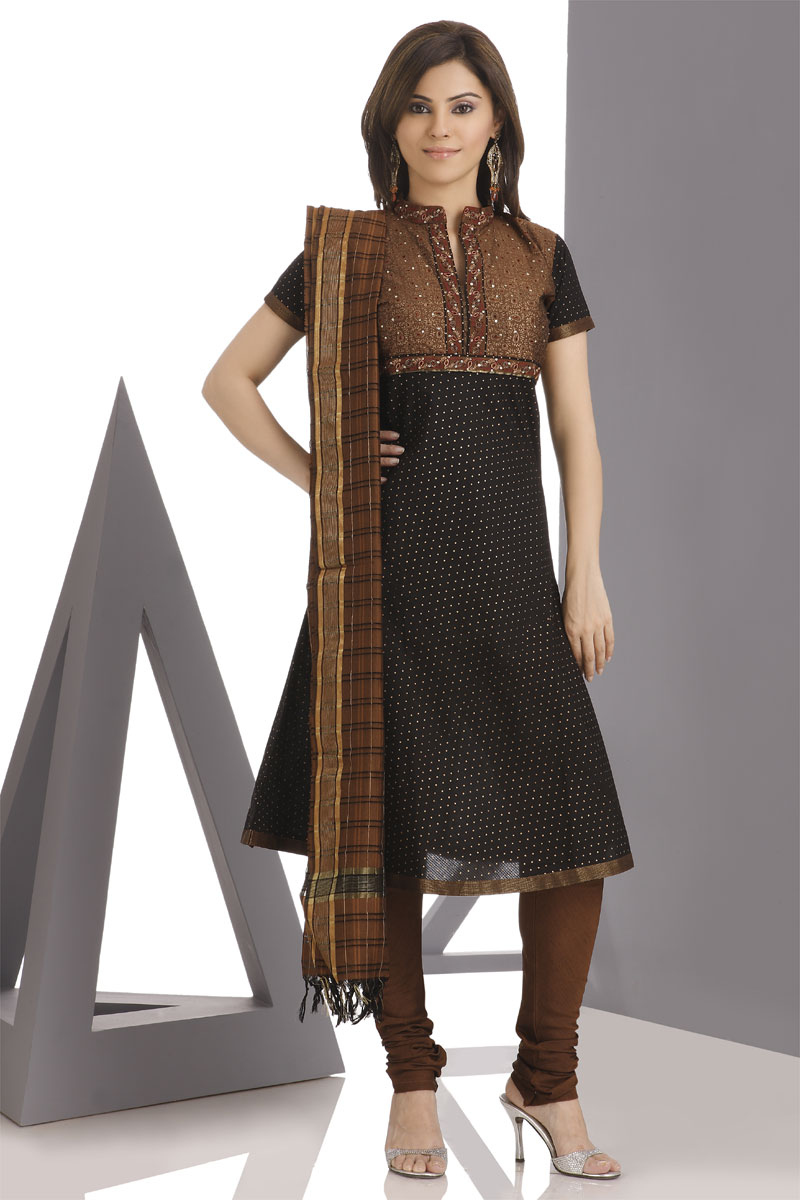 The eastern touch and modern look in clothes pakistani dresses look