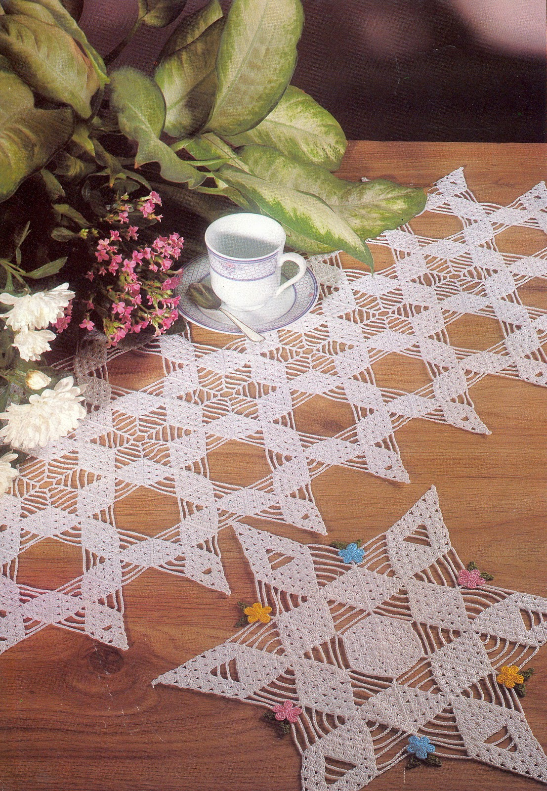 Patterns and motifs crocheted motif no 137 - Napperon crochet chemin de table ...