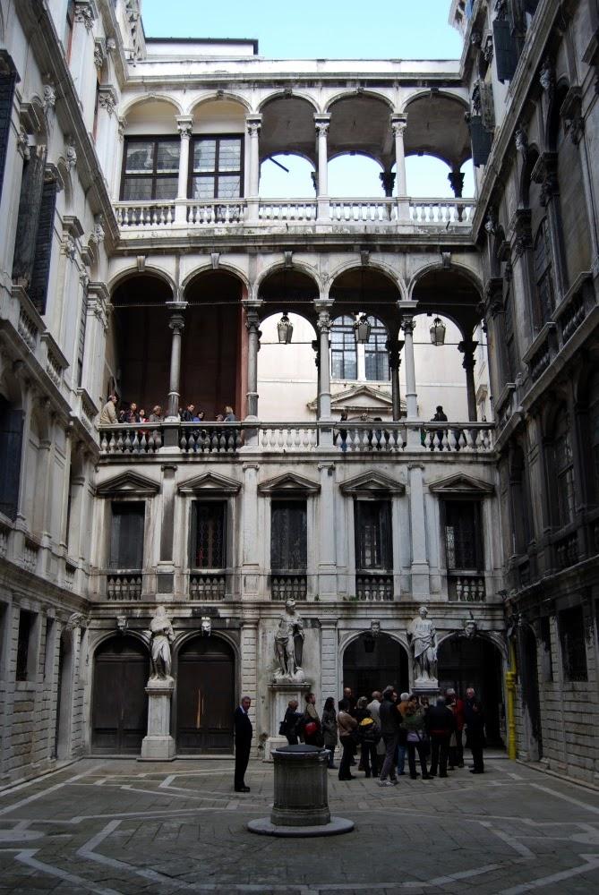 Cortili interni di palazzo pisani for Immagini di interni