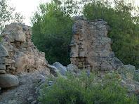 Restes d'una antiga masia a la Baga de Trulls