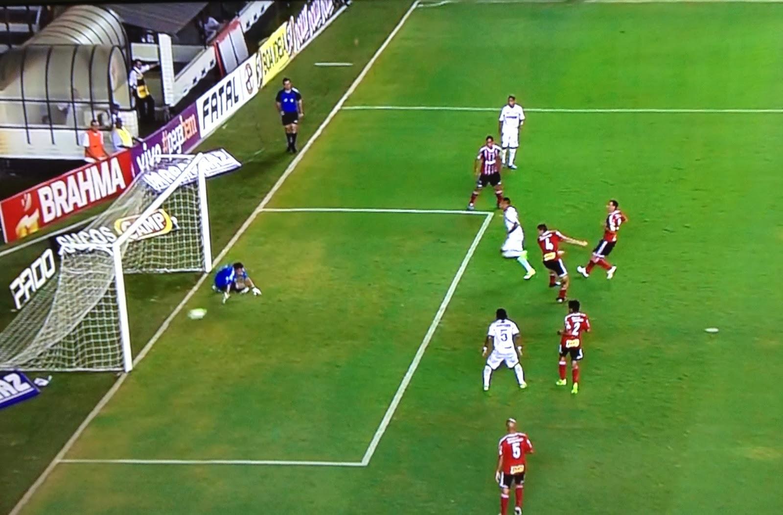Cícero marca contra o Botafogo/SP