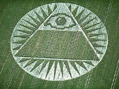 http://4.bp.blogspot.com/-7mZahIKnosE/URmDRutwhJI/AAAAAAAAJvc/c0vhqa1Dzl8/s1600/pyramid-all-seeing-eye-crop-circle.jpg