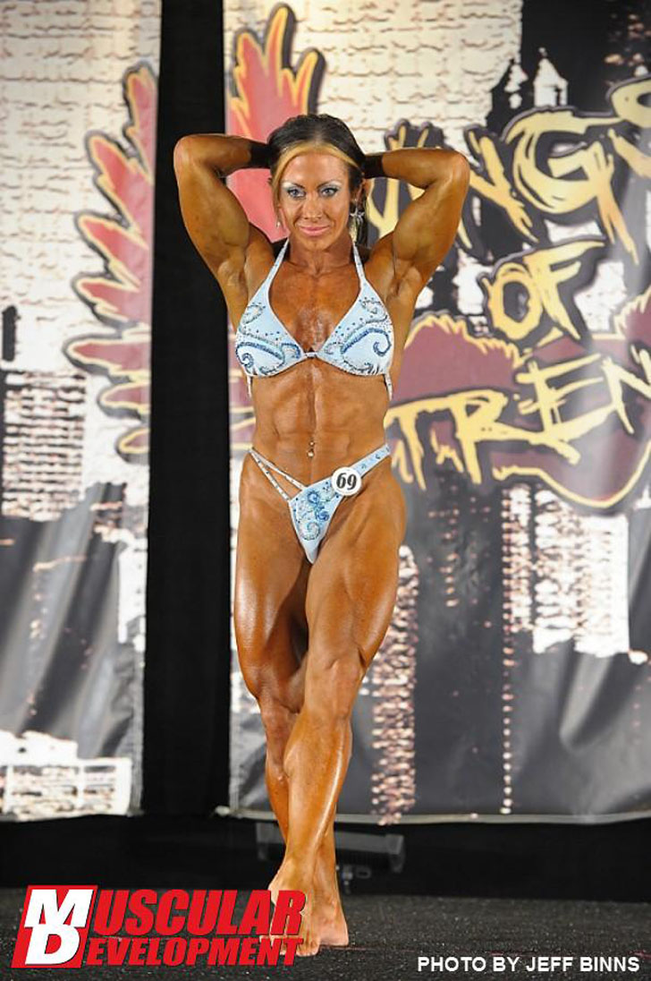Monica Martin Flexing Her Ripped Abs At The 2012 Wings Of Strength