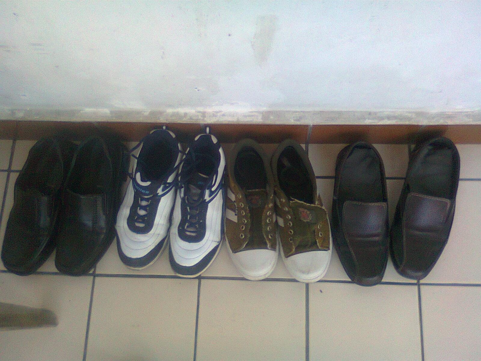 Jika sepatu yang bau:
