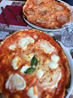 Pizza a la mozzarella di Bufala - Rome