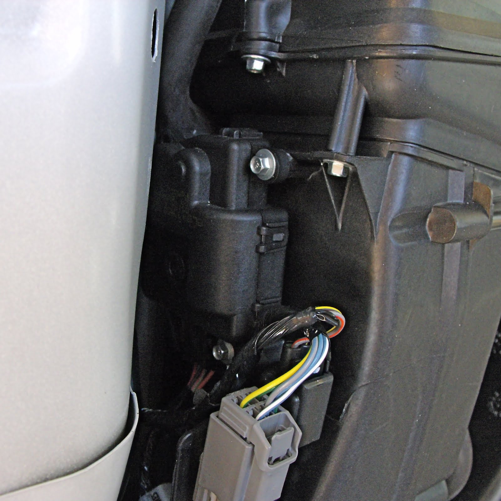 Jacks 2008 hybrid escape blog the dreaded yellow wrench the hybrid escape has a battery pack in the rear of the car that gets warm with use to keep it cool there is a special ac system fitted in the left buycottarizona Choice Image