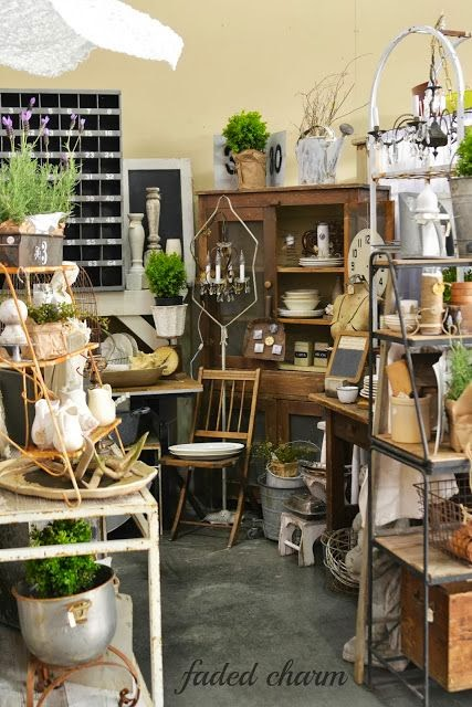 Vintage Show Off Tips For A Narrow Booth Break Up The