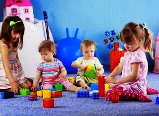 Foto bayi-bayi lucu bermain bersama